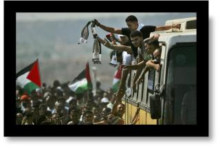 Palestinain prisoners return from Israeli prisons