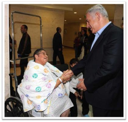 Netanyahu meets person in wheelchair