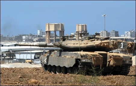 IDF Merkava tank at Karni crossing to Gaza, ready to engage capturers of Gilad Shalit (Photo: Michael J. Totten, michaeltotten.com)