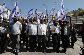 Ben-Gvir leading the march (courtesy: Ynet)