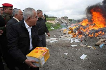Palestinian PM Salam Fayyad buring settler goods in January