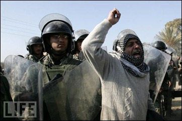 Palestinians protest Egypt's blockade (courtesy: LIFE)
